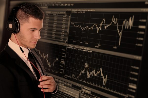 The Main Tools That You Need to Get Ahead as a Forex Trader